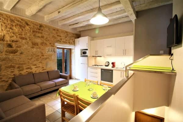 2 chambres sur 2 niveaux pour 5 personnes.